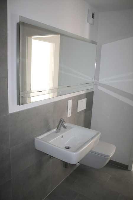 Hochwertige Neubau-2-Zimmer-Wohnung luxuriös mit Küche und Balkon in Toplage in Burglengenfeld