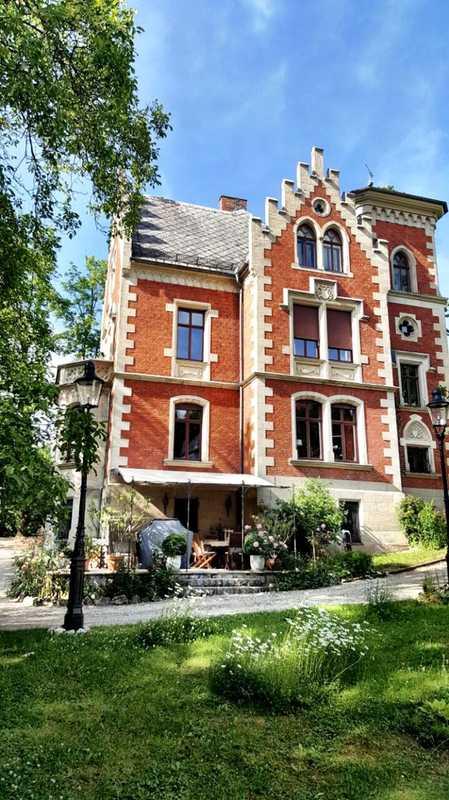 Ruhige & zentrale Studio-Wohnung in einer der schönsten Villen der Stadt Coburg! Voll Möbliert! in Coburg-Zentrum (Coburg)