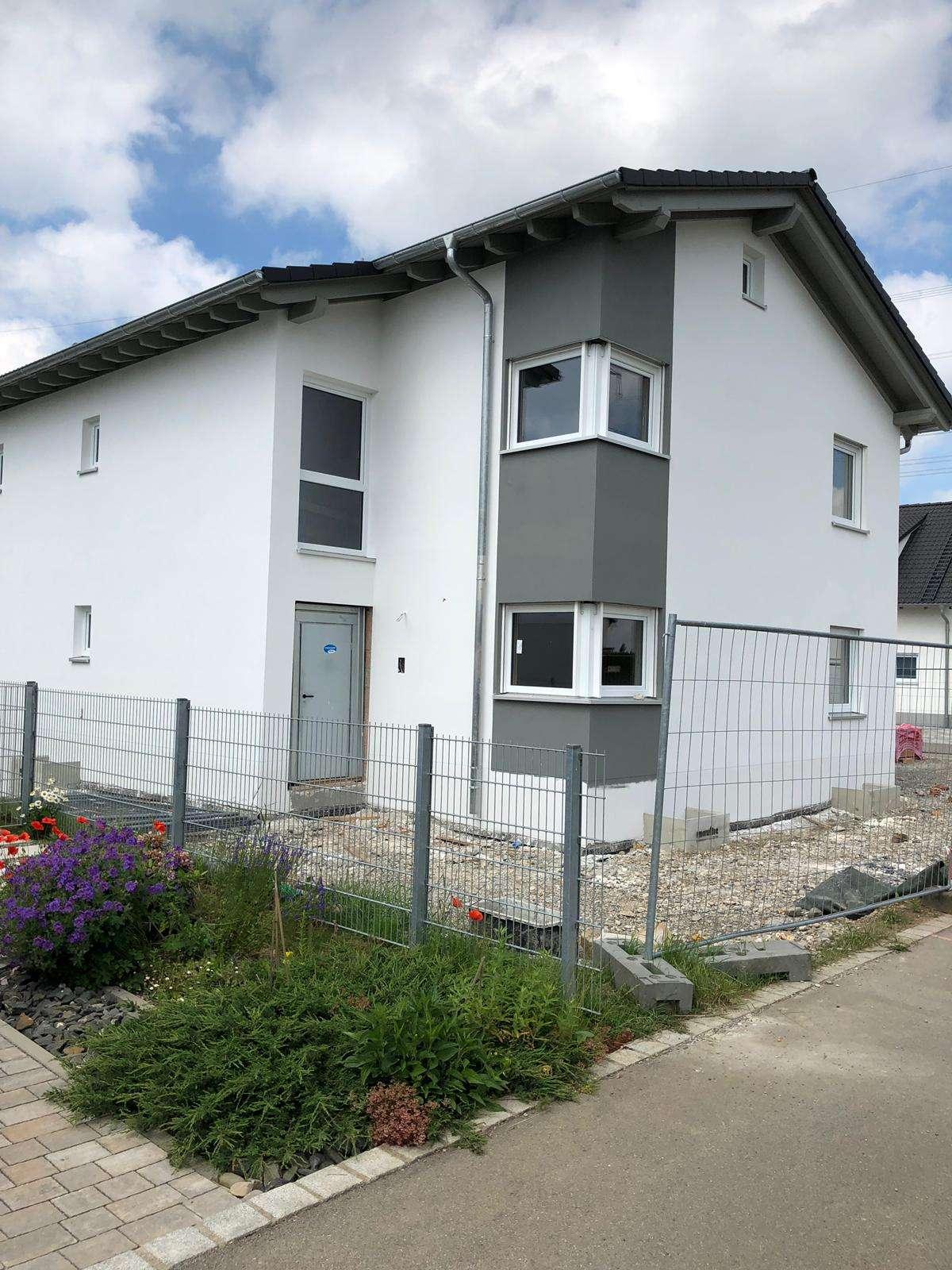 Erstbezug mit Terrasse und integrierter -Einliegerwohnung in Steinheim (Memmingen)