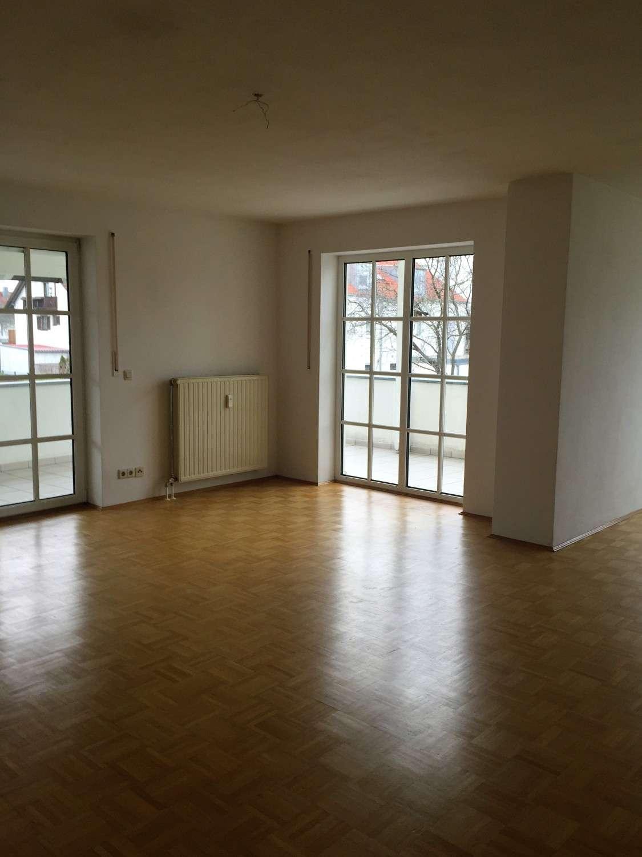 Wunderschöne, hochwertig ausgestattete 3 ZKB-Wohnung im begehrter Lage