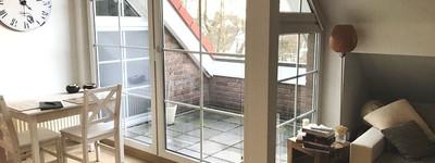 Schicke, kleine Dachgeschosswohnung mit zusätzlichem Mini-Appartement, Einbauküche, Carport und Stel