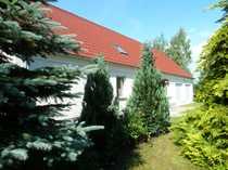 Haus mit großem gepflegten Grundstück