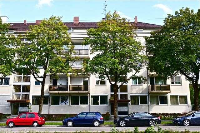 Sehr schöne, gepflegte und großzügige 1-Zimmer-Wohnung mit separater Küche in München.