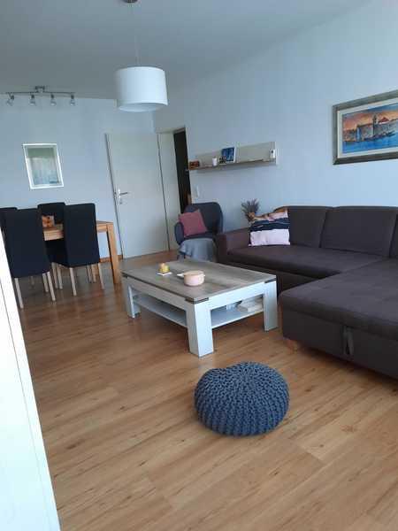 Vollständig renovierte 2-Raum-Wohnung mit Balkon und Einbauküche in Landshut in Nikola