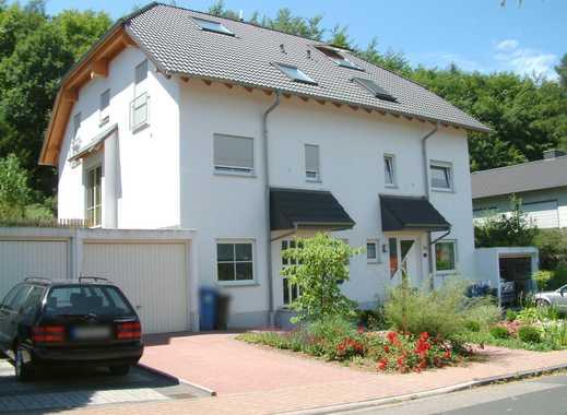 Familiengerechte Doppelhaushälfte mit Garage und Garten in bester Lage
