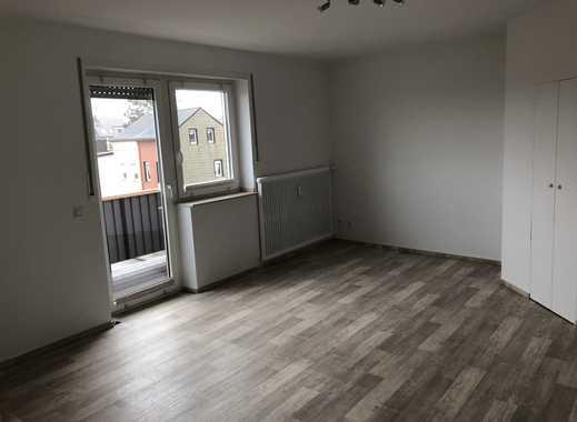 Vollständig renovierte 1-Zimmer-Wohnung mit Balkon und EBK in Mönchengladbach