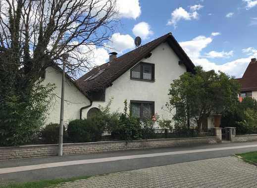 Großzügiges 1-2 Familienhaus mit sieben Zimmern in Rednitzhembach (Krs. Roth)