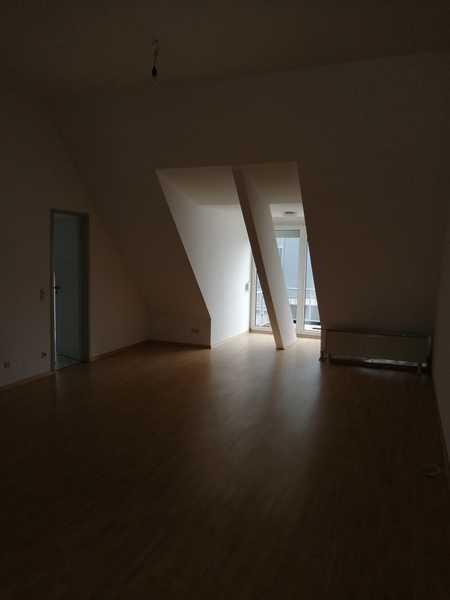 Freundliche 3-Zimmer-DG-Wohnung mit Balkon in Straubng in Kernstadt (Straubing)