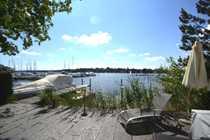 Bild Luxuriös saniertes Reiheneckhaus mit zugehörigem Wassergrundstück mit eigenem Bootsliegeplatz