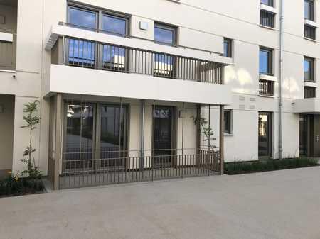 VON PRIVAT: Neubau mit EBK und Terrasse: wunderschöne 2,5 Zimmer Wohnung in Trudering in Trudering (München)