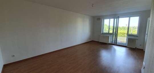 B-Schein Wohnung: Großzügige 3-Zimmer Wohnung mit Balkon in Kronsberg
