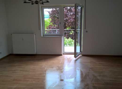 Helle 2-Zimmer-Wohnung mit Balkon mitten im Grünen