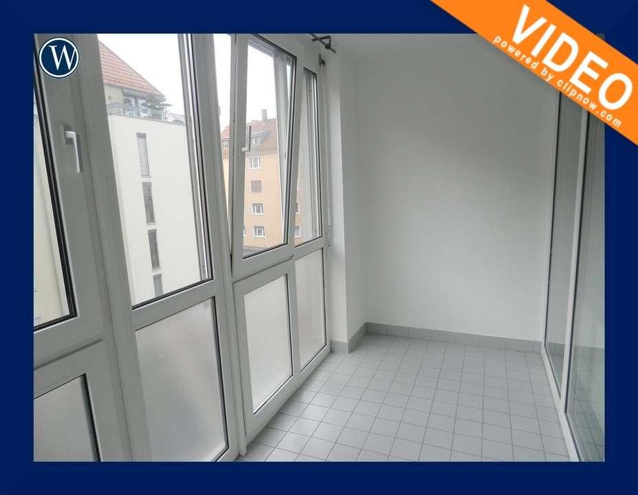 Single-Appartement mit Wintergarten + Einbauküche + Laminat + Bad mit Wanne + Aufzug