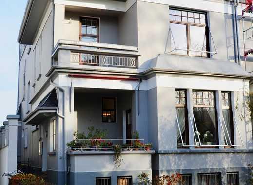 Stilvolle, neuwertige 4-Zimmer-Wohnung mit 2 Balkonen und EBK in Bremen mit Blick auf die Weser