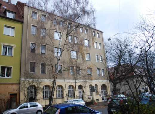 Einziehen und wohlfühlen- liebevoll sanierte Altbauwohnung mit großem Balkon