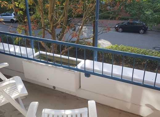 Schönes Zimmer mit großem Balkon in 3er WG