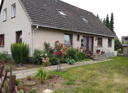 Freundliche 4-Zi.-EG-Wohnung im 2-Fam.-Haus mit Terrasse und Garten in Langenhagen