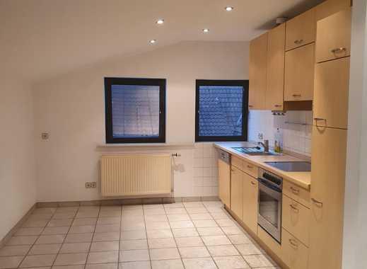 Schöne helle Dachgeschosswohnung mit Einbauküche