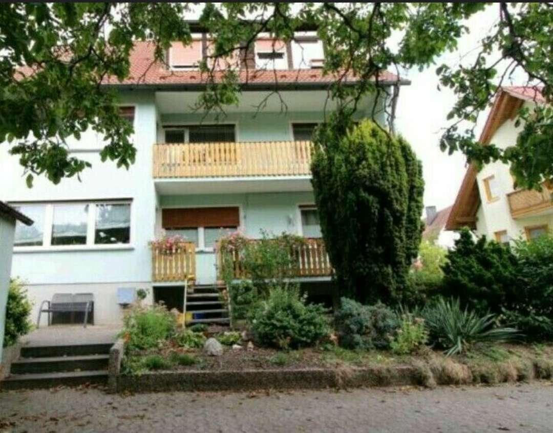 Vollständig renovierte 4-Raum-Wohnung mit Balkon und Einbauküche in Erlangen-Hüttendorf in