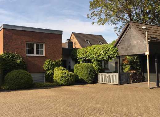 Voj Immobilien: Splitlevel-Bungalow in Köln-Weiden