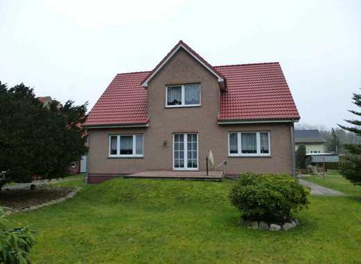 Massives Haus mit Einliegerwohnung und viel Nebengelass zu verkaufen.