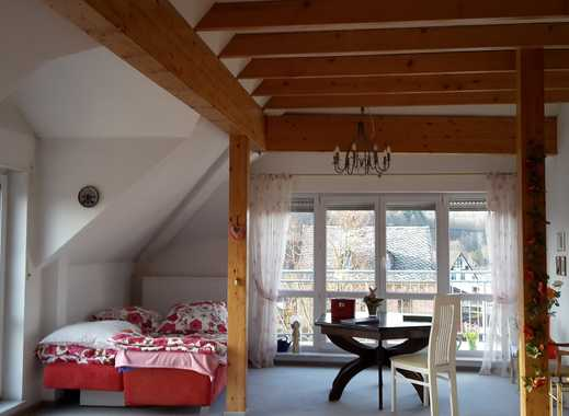 Gepflegte 2-Zimmer-DG-Wohnung mit Balkon und EBK in Neuhäusel