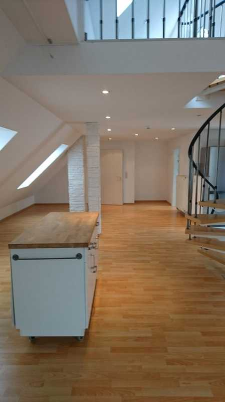 *Traumhafte 3-Zimmer Dachgeschosswohnung in saniertem Altbau* in Pfersee (Augsburg)
