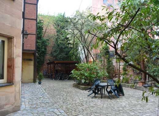 Idyllisch und zentral Wohnen ... Renovierte Altbau- Wohnung im Hofgebäude