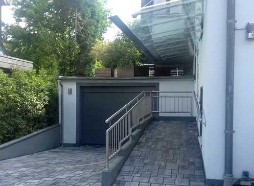 Vollständig renovierte 2,5-Zimmer-Wohnung mit Balkon und Einbauküche in Ratingen-Ost