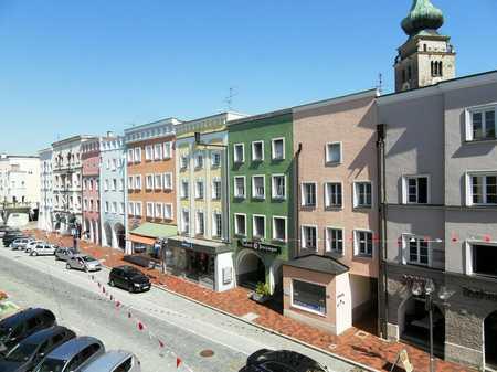 ... seltene Stadtplatzwohnung - Charmante 2-Zi-Wohnung in zentraler Altstadt-Lage mit EBK ... in Mühldorf am Inn