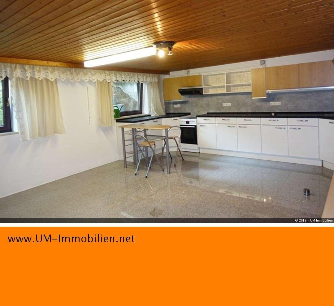 Wohngemeinschaft: 2 Souterrain-Zimmer m. Küche, Bad, Gartennutzung u. Carport in Waldkraiburg