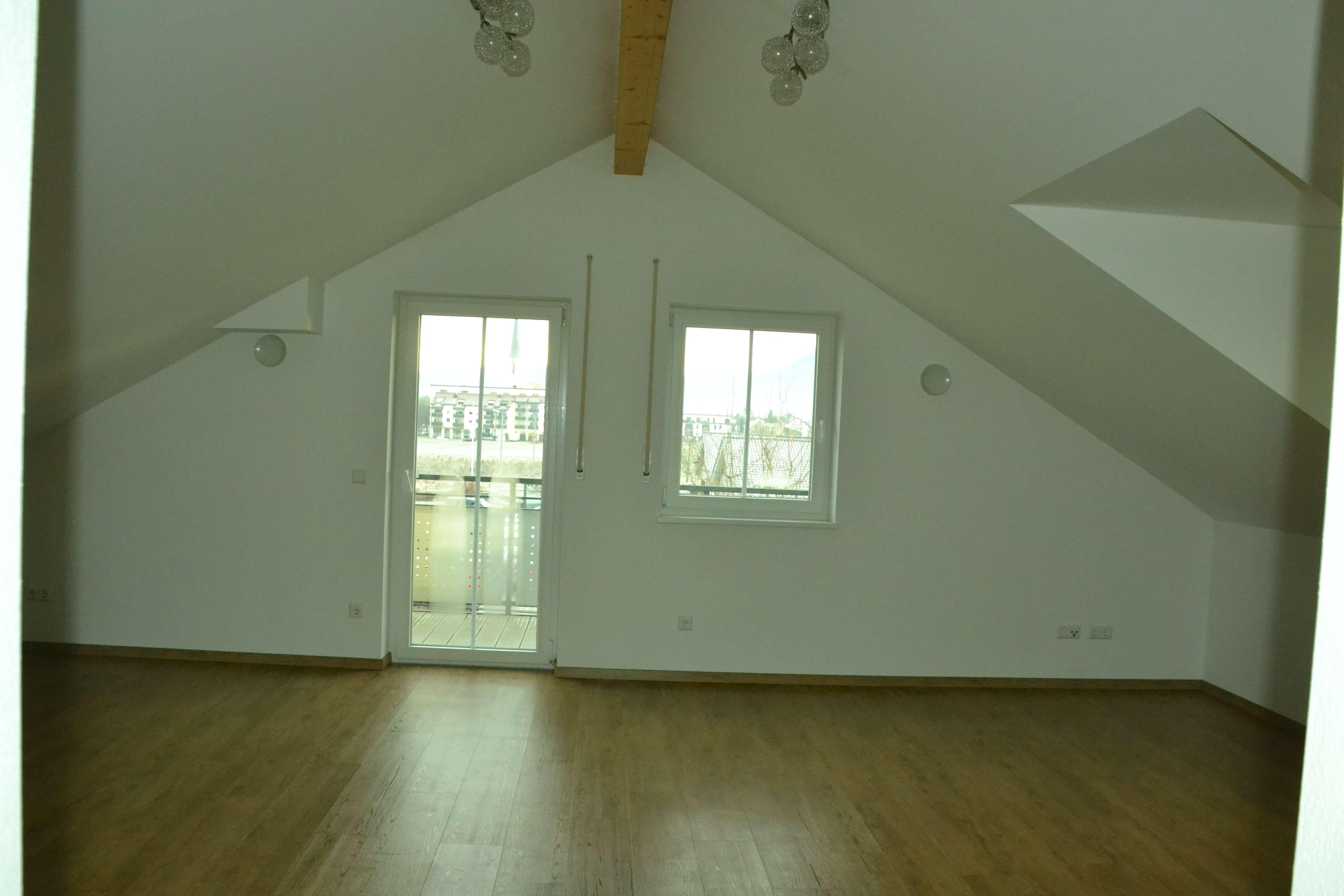 3-Zimmer-Dachgeschoßwohnung mit Ost- und Westbalkon in Freilassing