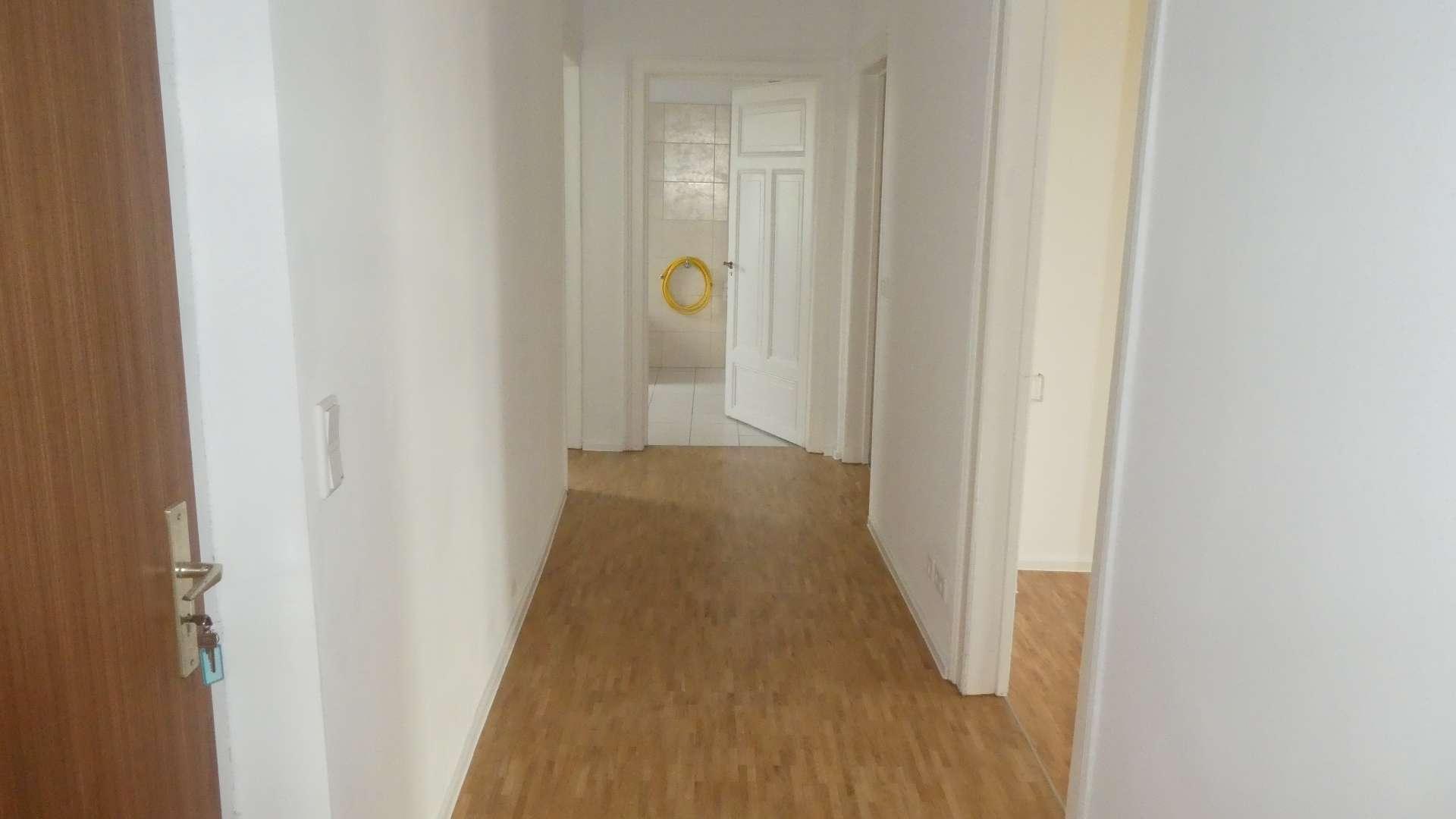 Jugendstil-Anwesen ! Kernsanierte stilvolle 3-ZW, ca. 95 m²,Wohnküche, neue Parkettböden, in