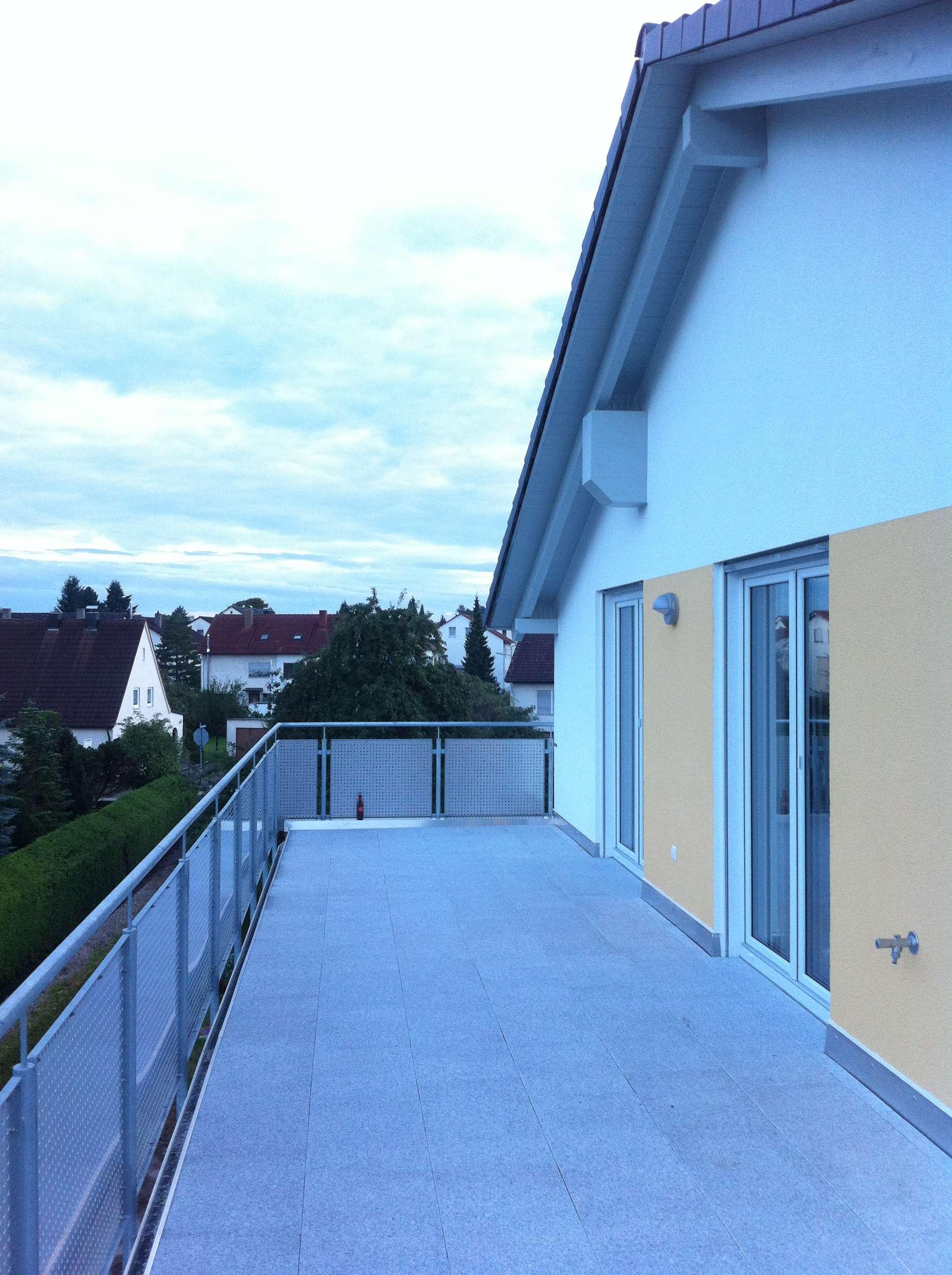Schöne helle ruhige 3-Zimmer-Wohnung mit 2 Balkonen und Einbauküche