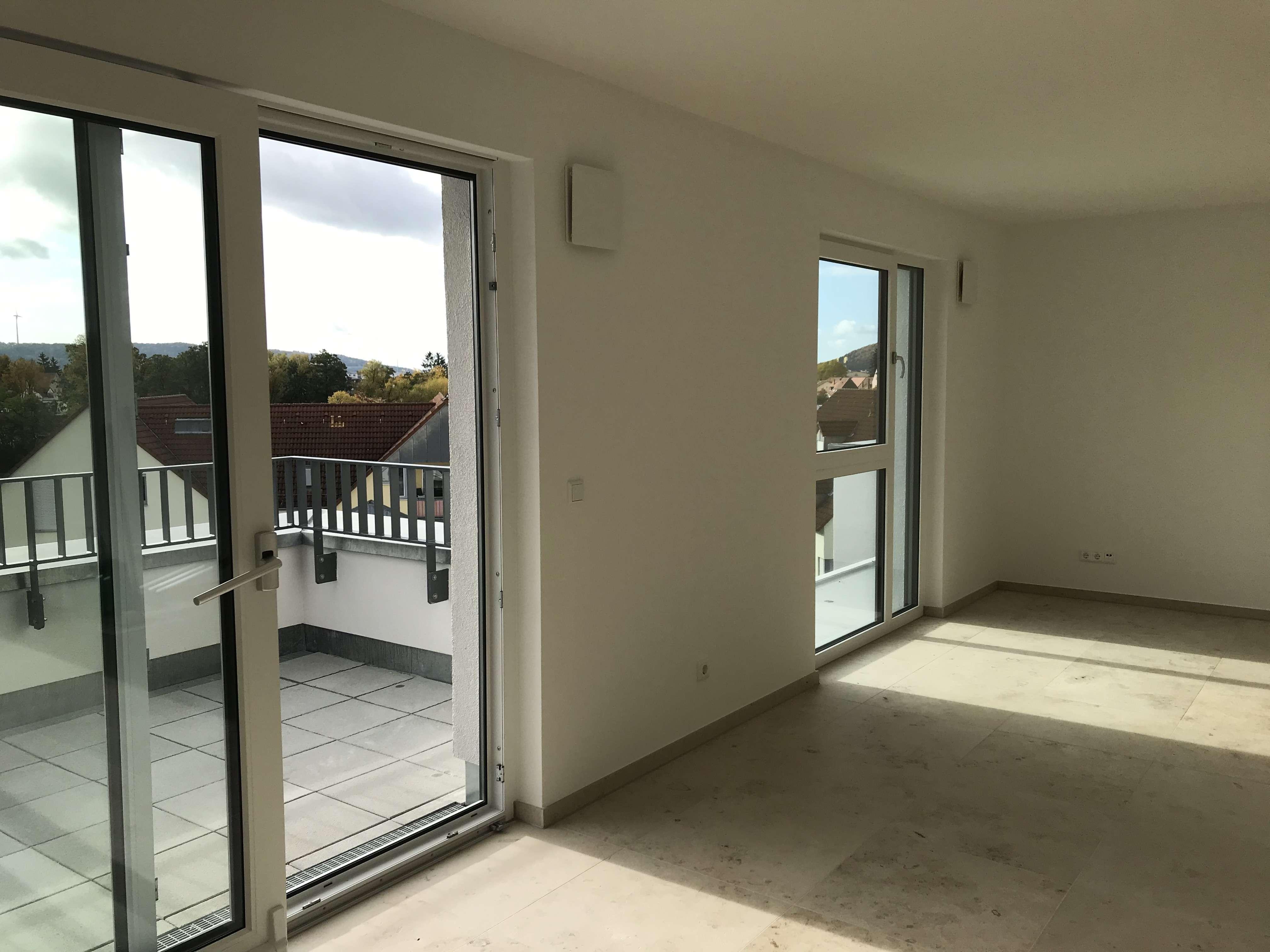 Erstbezug mit Dachterrasse: Stilvolle 3-Zimmer-Penthouse-Wohnung in Neumarkt in der Oberpfalz in Neumarkt in der Oberpfalz (Neumarkt in der Oberpfalz)