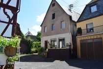 VORGEMERKT Haus mit Balkon Garten
