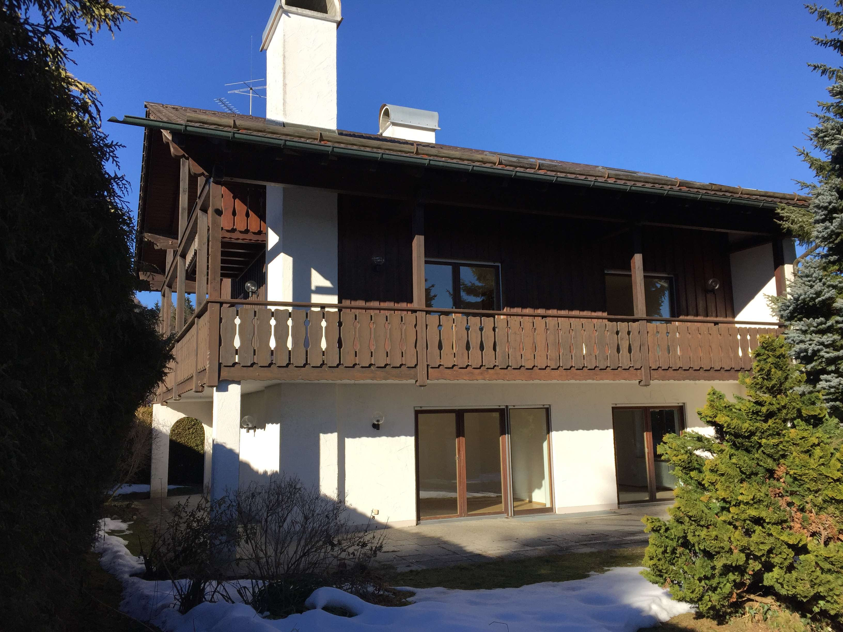 Geräumige 2-Zimmer-Wohnung mit großem Balkon in Tutzing- Unterzeismering
