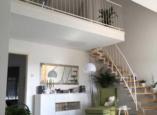 Stilvolle 2,5-Zimmer-Maisonette-Wohnung mit Loggia und PKW-Stellplatz