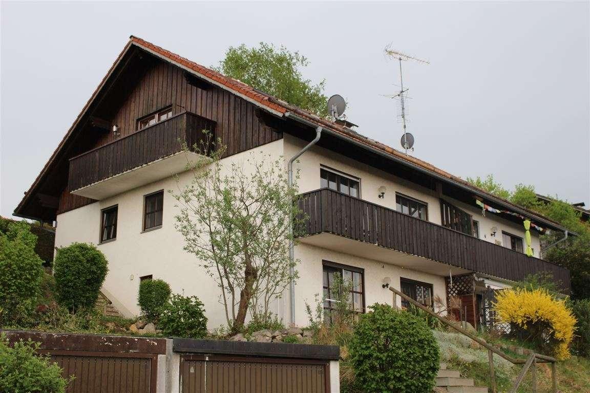 Renovierte helle Wohnung mit Balkon in