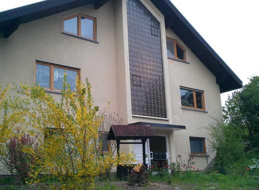 Gepflegte 4-Zimmer-DG-Wohnung mit Balkon und EBK in Kraichtal- Landshausen