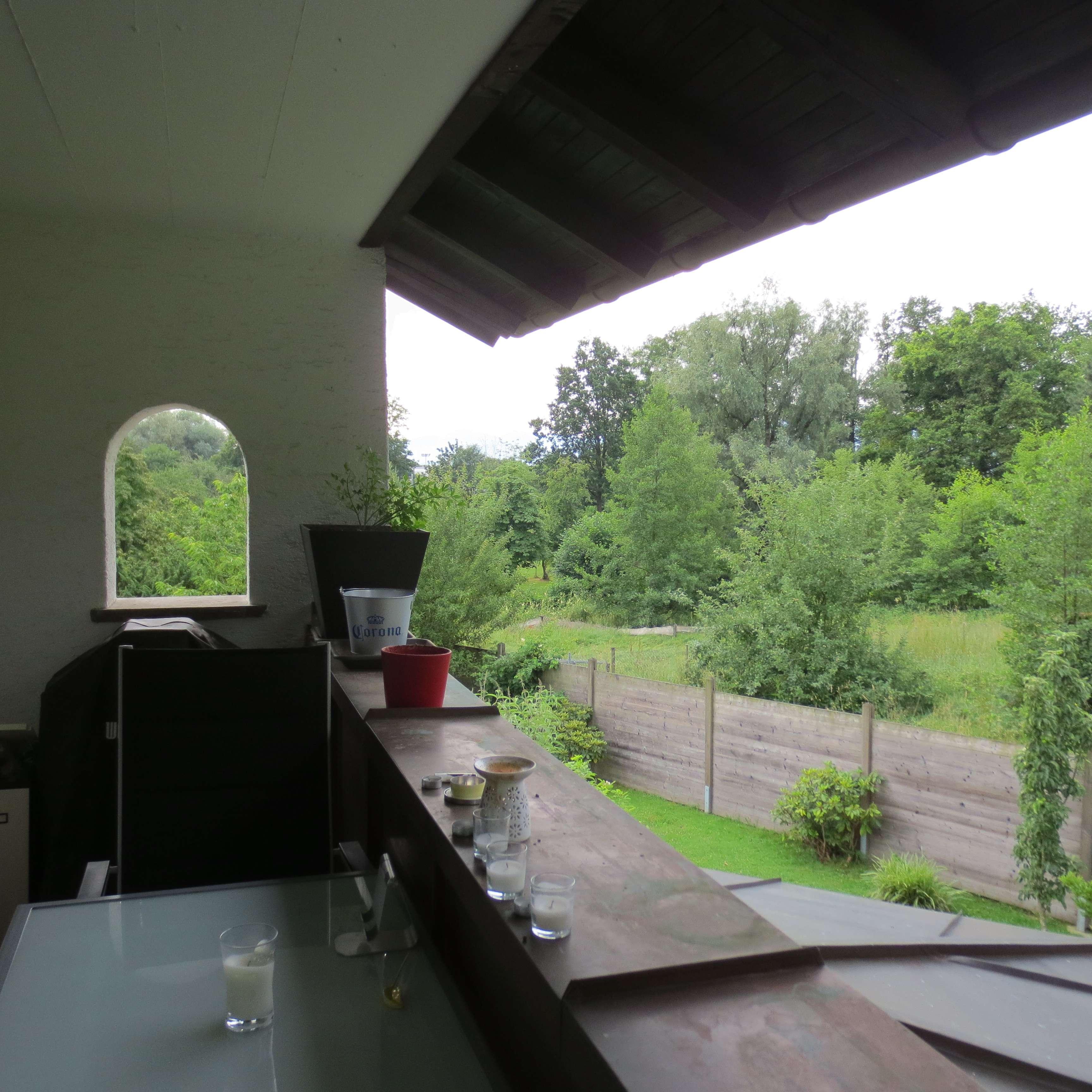 Geräum. naturnahe Etagen-Wohnung-2 Balkone-Einbauküche-Carport-für Single/Paar. Hund ist willkommen. in Westerndorf St. Peter (Rosenheim)