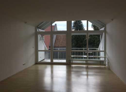 Helle 3-Zimmer-DG-Wohnung mit Balkon in Aschheim