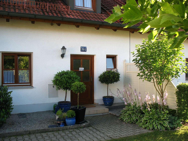 Schöne, gepflegte Doppelhaushälfte mit viel Platz und schönem Garten in Pörnbach