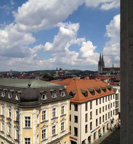 Sehr helle Wohnung mit EBK und großen Fenstern in sehr guter Lage der Altstadt in Regensburg-Innenstadt