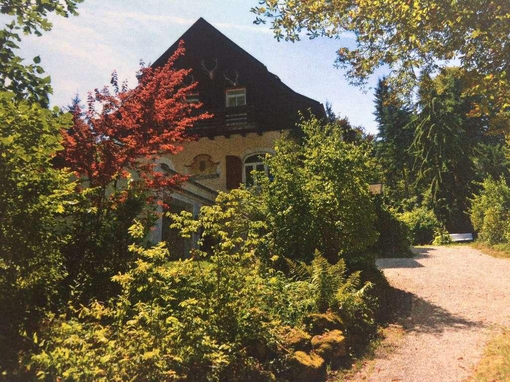 4,5 Zi.-Dachterrassen-Wohnung mit Gartenanteil in Starnberg in