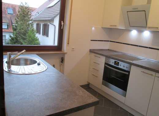 Stilvolle, vollständig renovierte 3-Zimmer-Wohnung mit Balkon und Einbauküche in Stuttgart