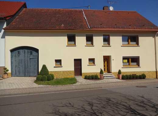 Schönes, renoviertes Bauernhaus mit Stall, großer Scheune, Keller und Garten
