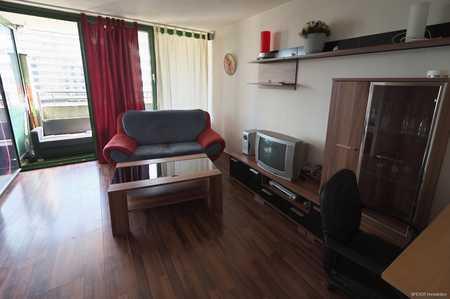 Großzügiges, möbliertes 1 Zimmer Apartment mit Balkon Nähe BfA/Dutzendteich zu vermieten! in Ludwigsfeld