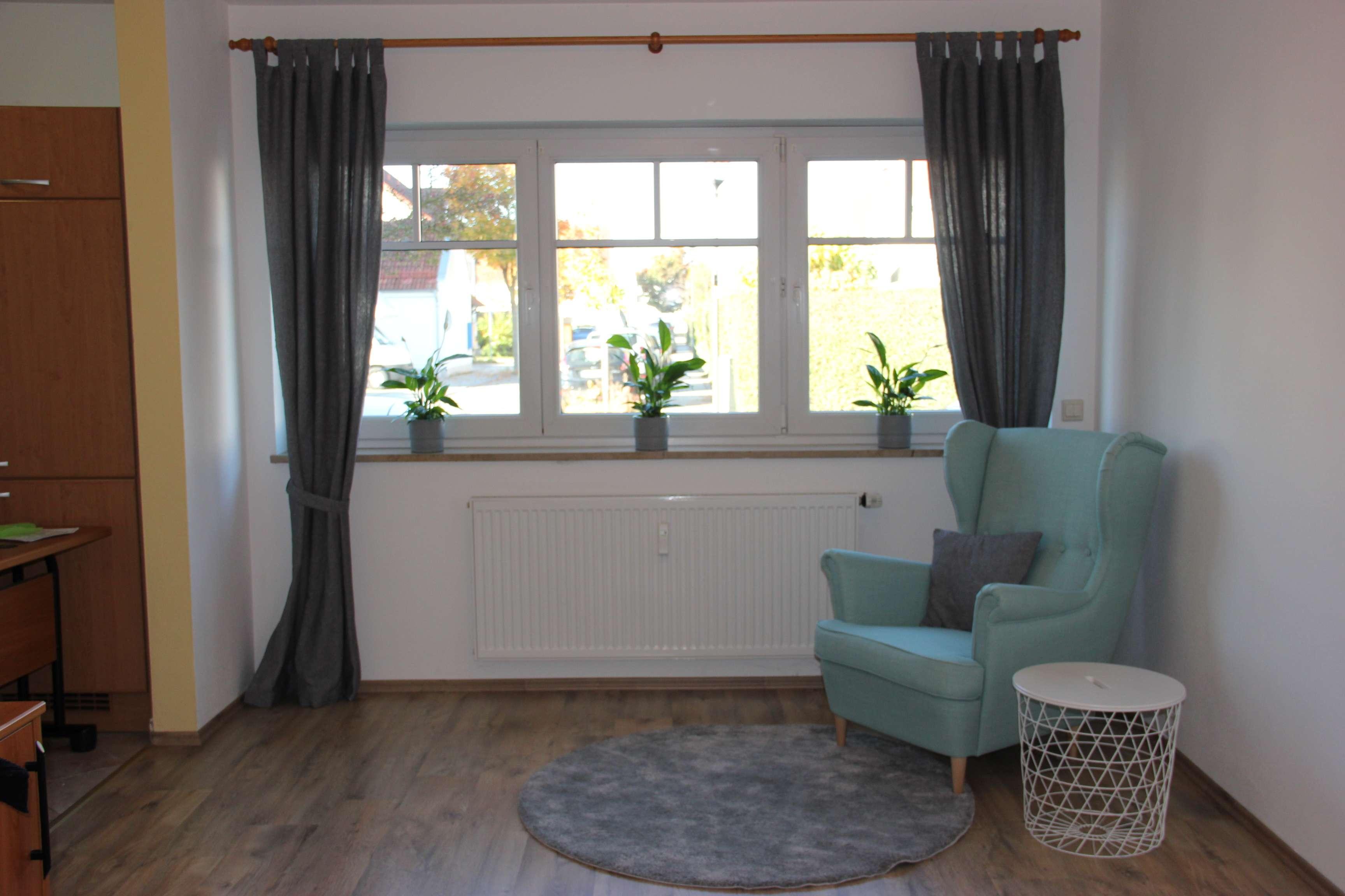 Stilvolle, neuwertige 1-Zimmer-EG-Wohnung Teilmöbliert in Manching