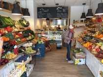 Etabliertes Obst - Gemüse - Feinkostgeschäft in